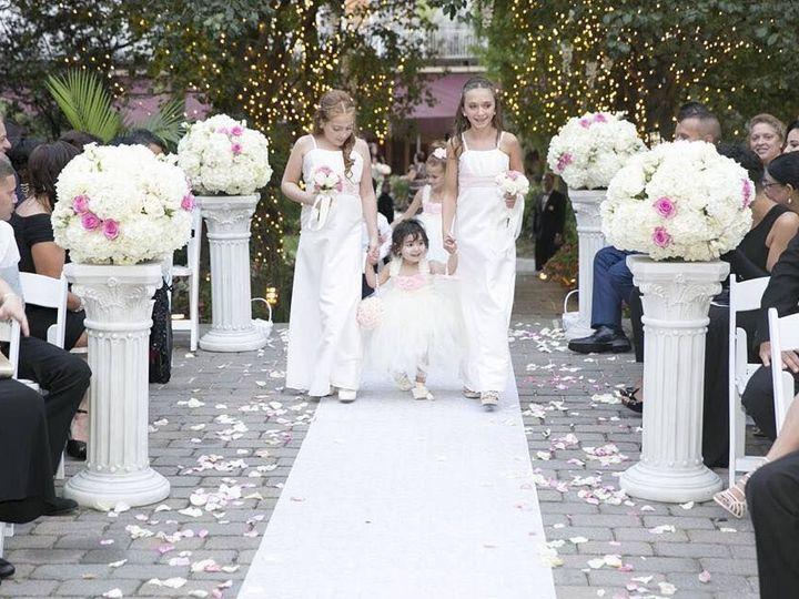 Tmx 1516378582 F8ceac23c99a86d1 1516378581 3c2339ee31ac8601 1516378578997 6 24992092 157009096 Cliffside Park, NJ wedding florist
