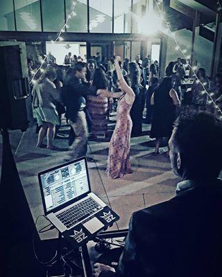 fd015622f81b6849 1515603436 0461bcb25967d990 1515603435922 8 Wedding dancing