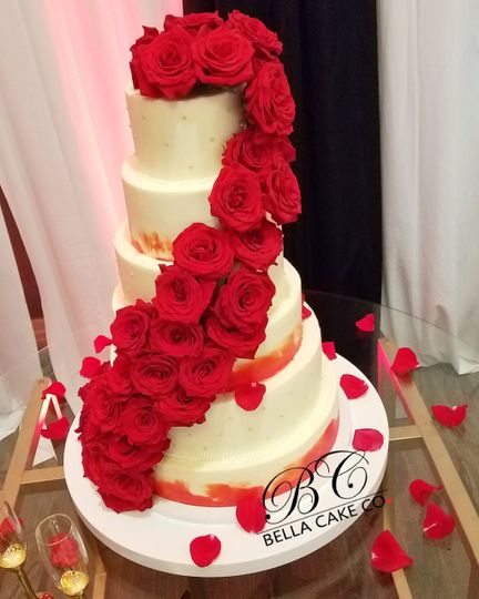 6 tier with romantic roses