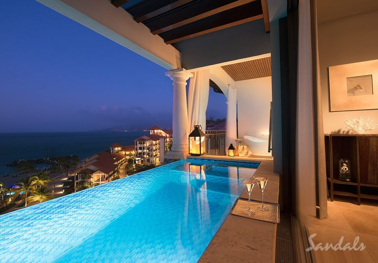 Illumintated pool
