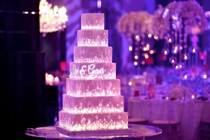 7074168eb35a655c wedding cake projection mapping