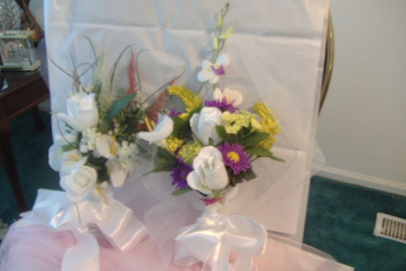 design your own pew floral or isle arrangements.