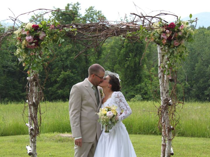 Tmx 1528920428 175580596419c99e 1528920426 Eedd89534c84493d 1528920412903 12 IMG 1978 Gilford, NH wedding florist