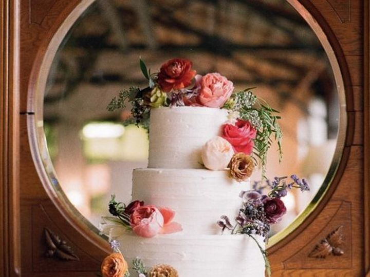 Tmx 1518378573 9fd90a9ce523046d 1518378573 4d67bf45e5c4949b 1518378571775 3 Wedding Cake 21 Gloucester, VA wedding cake
