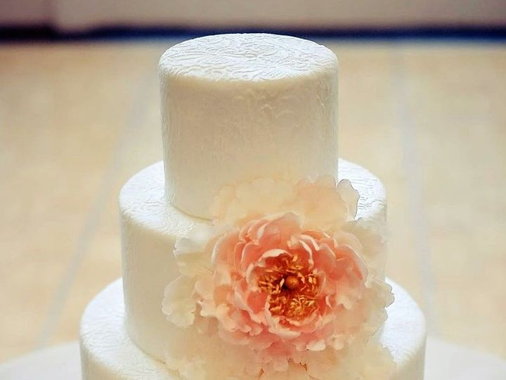 Tmx 1532344366 Ef88c834af139312 1532344365 B379f26fab7e12dd 1532344364879 8 Wedding Cake 28 Gloucester, VA wedding cake