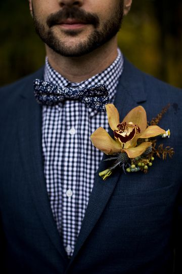 Groom in checkers with boutonniere