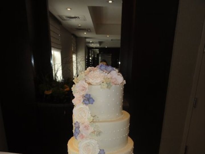 Tmx 1331320280936 Dotsflowers Houston wedding cake