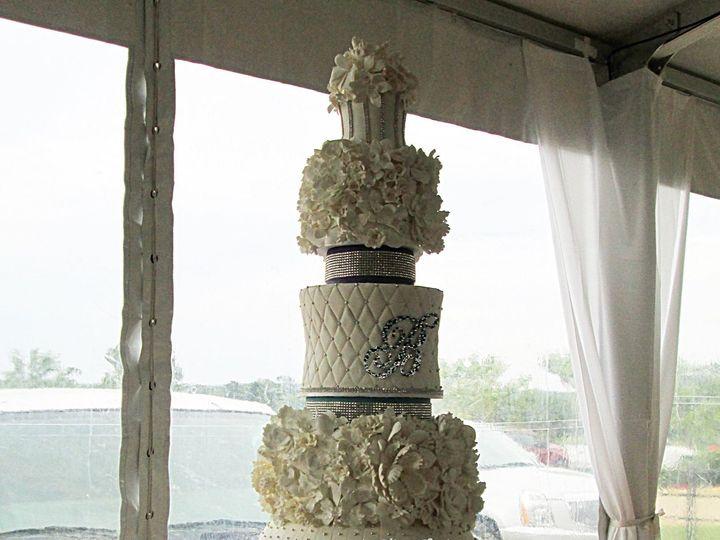 Tmx 1475007719813 13220715101535701360530167654119472358586241o Houston wedding cake