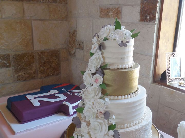 Tmx 1531421406 B512f0e512be41ff 1531421403 467b743d772f2453 1531421384959 3 DSCN6106 Houston wedding cake
