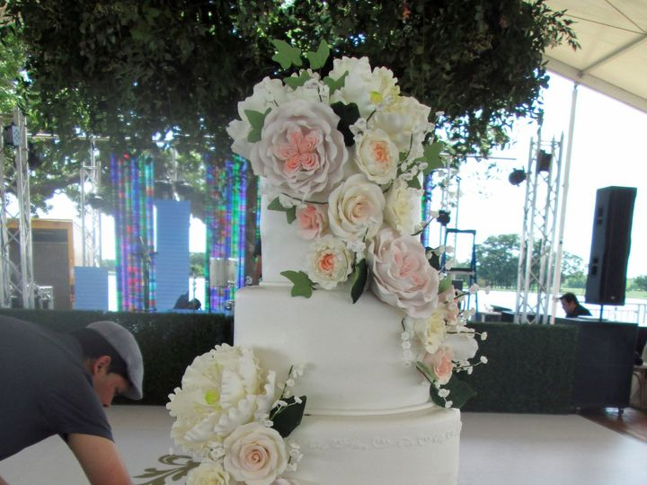 Tmx 1531424051 B2e0088d80199366 1531424048 C909e69d3f49a705 1531424036364 9 1IMG 5445 Houston wedding cake