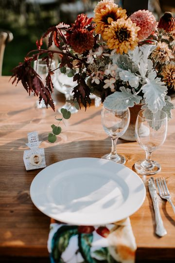 Table setting and floral centerpiece | Photo by Whitney Nichols Photo