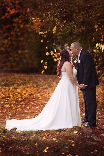 bridal portrait kissing fall autumn colors michiga