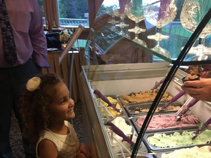 Tmx Sm Flowergirl 51 681058 East Amherst wedding cake