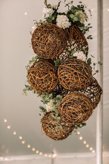 Grapevine balls decor