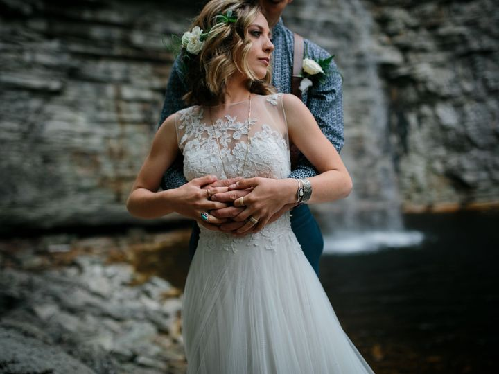 Tmx 1539555352 E0ef3fa431323552 1539555326 67adb394b36ce1c9 1539555322492 2 TeaberryTrailsSwee Pleasant Valley, New York wedding beauty