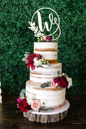 Rustic theme wedding cake