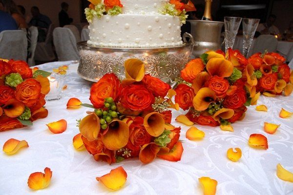 800x800 1217300996635 orange%26greenbouquets 640x427