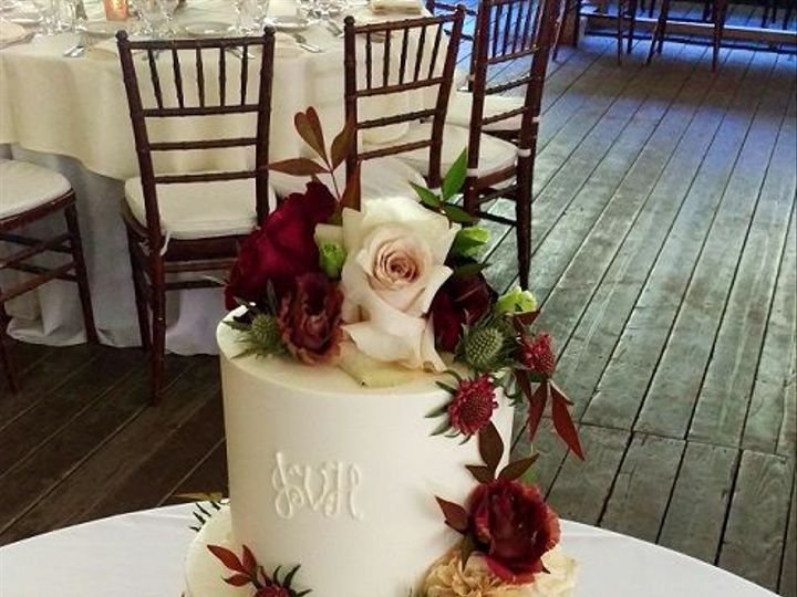 Tmx 1532552393 3f11084a1b2a86d0 1532552392 0ed58cf8acef7a3e 1532552390810 11 Monogram Los Angeles, California wedding cake