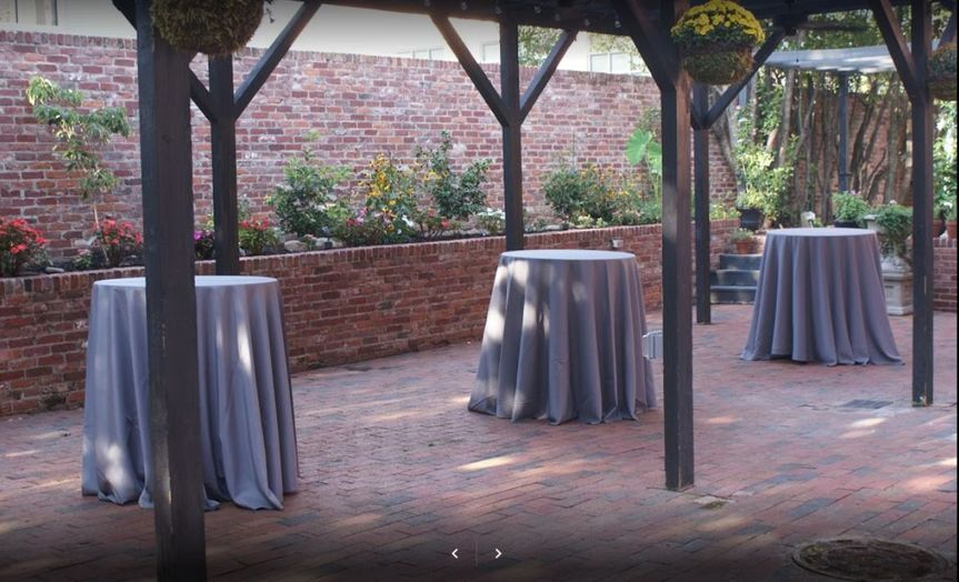 Courtyard Dinning Area