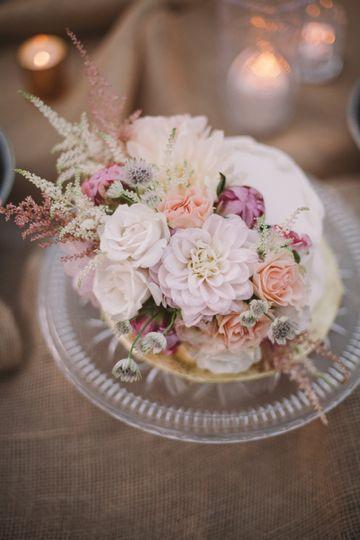 Gorgeous cake flowers