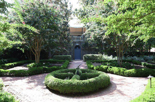 Carlyle Garden
