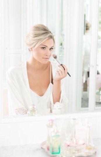 Bride putting on her makeup