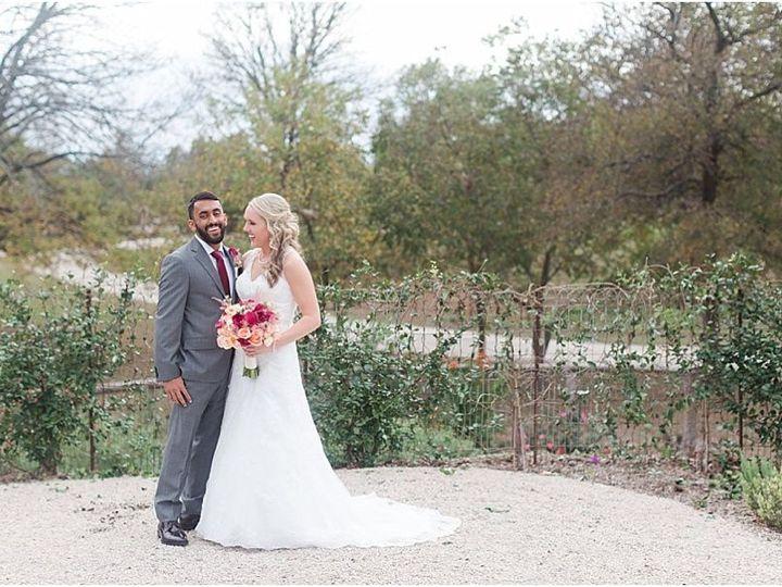 Tmx 1515552389 38e3ec9ae2dc9128 1515552387 02ce2be0e0165cae 1515552375015 11 Harper Hadley Eve Cedar Rapids, IA wedding planner