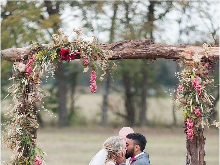 Tmx 1515552391 8f724c0ff67380e9 1515552390 060073978a42b275 1515552375031 19 Harper Hadley Eve Cedar Rapids, IA wedding planner
