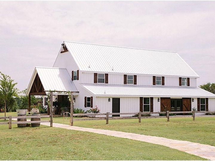 Tmx 1515552591 37368fca2ffde1c0 1515552590 8972a46a518d7c28 1515552585716 3 Five Oaks Farm Tex Cedar Rapids, IA wedding planner