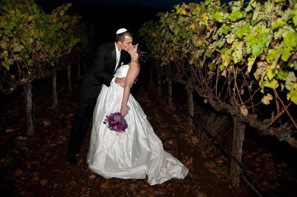 800x800 1314222291144 kissininthevineyards