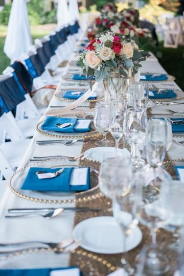 Blue table napkins | Photography by Joann Arruda Photography