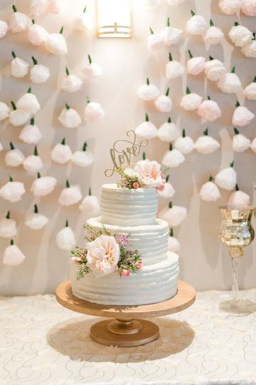 Wedding cake | Photography by Sarah Jean Photography