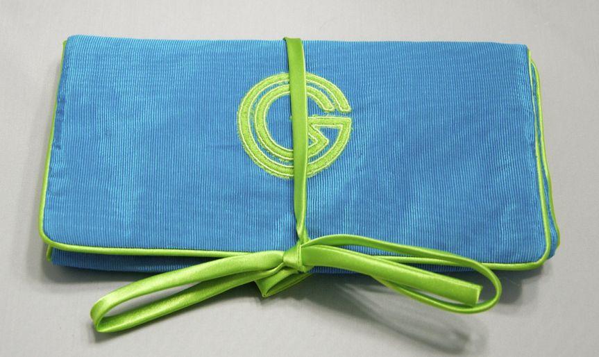 Jewel Roll w/ Detachable Pocket. Has interior transparent pockets and detachable velvet lined...