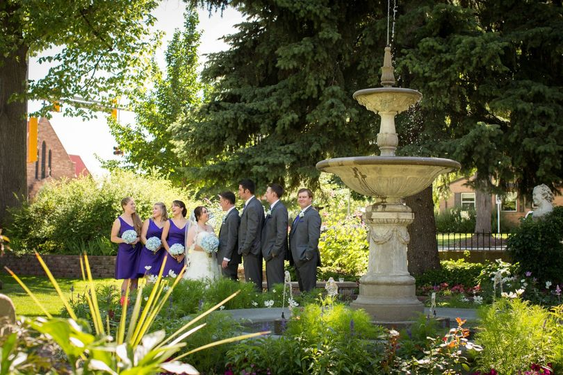 Wedding party by the fountain