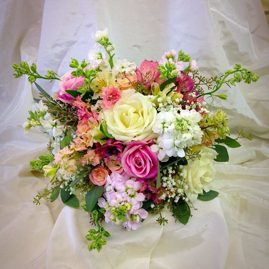 how to make wedding bouquets englewood florist inc flowers ks weddingwire 5005
