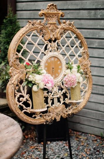 Floral decor on the clock