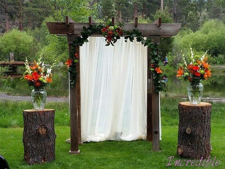 Tmx Barnwood Arch With Flowers 51 473858 162095930774483 Bend, OR wedding rental