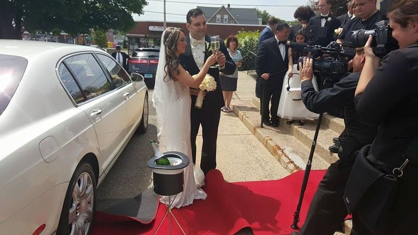Cheers to the lovely newlyweds #crosscountylimousine
