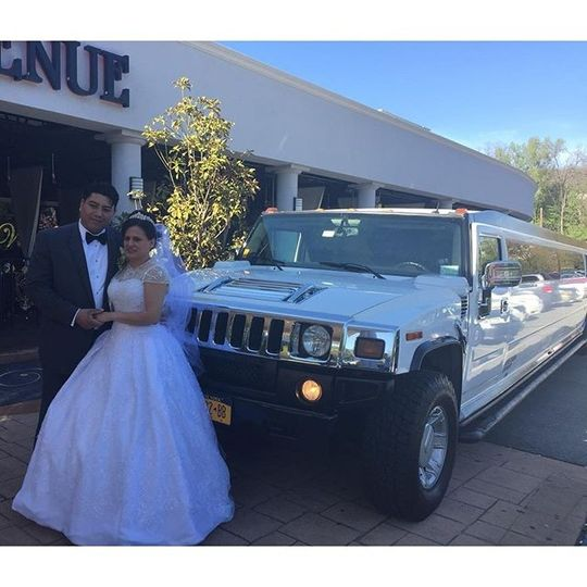 Couple with stretch hummer