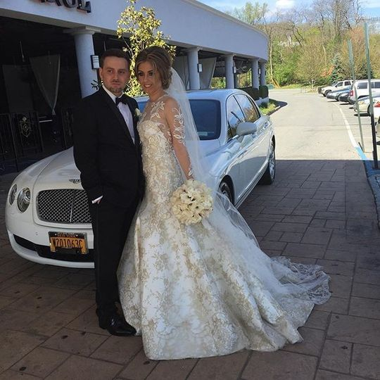 Congratulations to this classic couple @bentley ride #weddingrental #weddingride #weddingfun #love...
