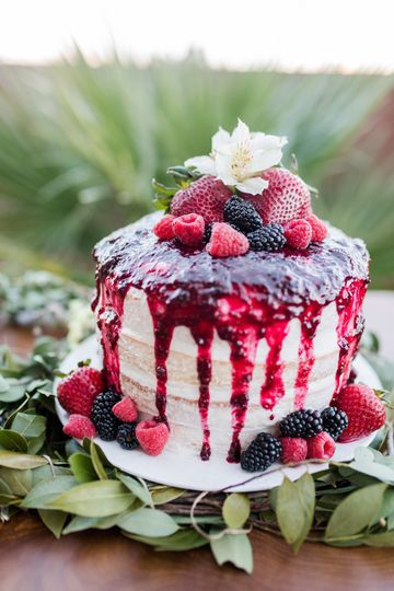 Summer berry cake at a desert boho elopement.  Photo by Kaitlin's Photography