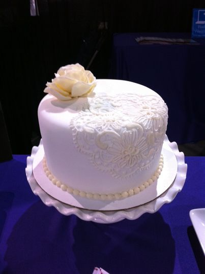 white lace cak