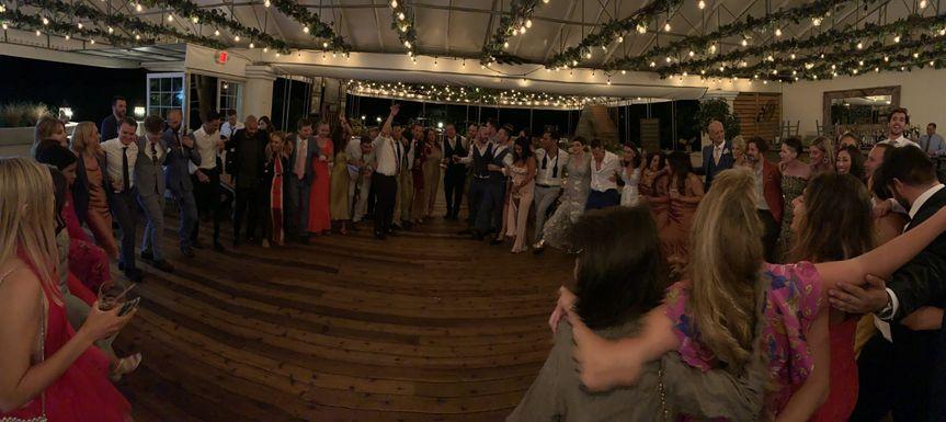 Circle-up dance floor