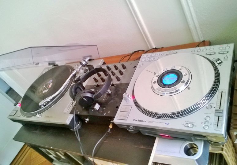 AS YOU CAN SEE I ALSO HAVE 1200 RECORD TURNTABLES , BECAUSE OF ALL THE WORK INVOLVED IT WILL COST...
