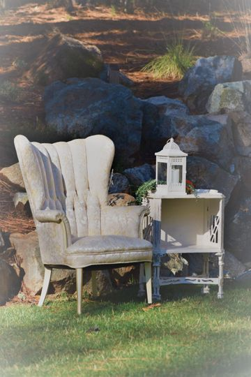 c1512c7c1c94ef58 1538182444 f5ae49b3bf3d7962 1538182443005 3 Vintage chair and