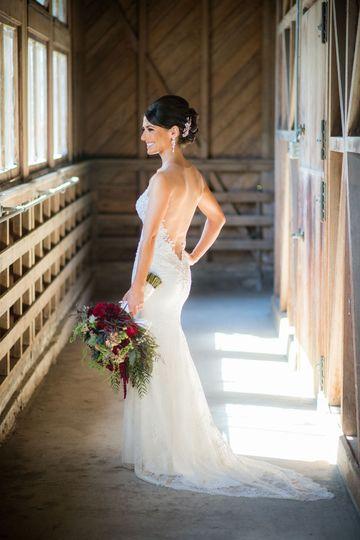 Bride portrait red bouquet