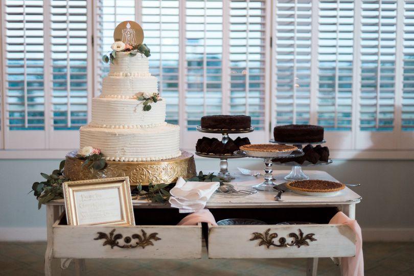 garland cake table