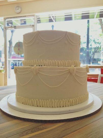 2-tier trad. wedding cake
