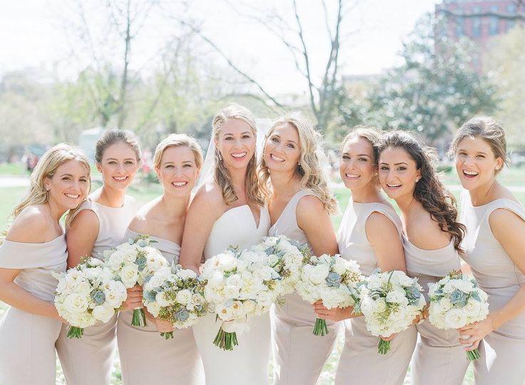 Group photo with the bridesmaids | Jodi and Kurt Photogrpahy