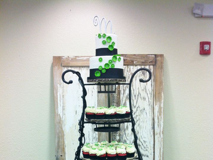 Tmx 1393713487904 Greenflowerscupcaketowe Lakeland wedding cake